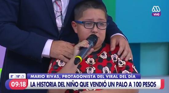 Niño que vendió un palo a 100 pesos se puso a llorar en matinal de Mega