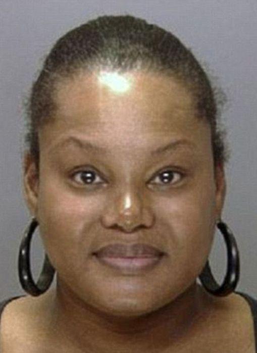La acusada luego de ser arrestada - Foto: The Mirror
