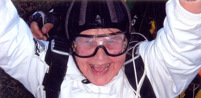 Penka en su anterior salto en paracaídas (2013)