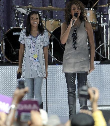 Junto a su madre, en 2009 | AFP