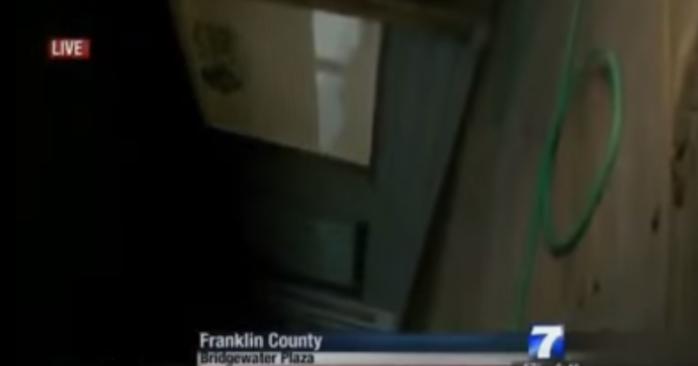 El camarógrafo cayó al suelo | Captura de Youtube