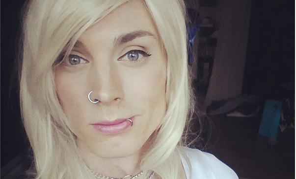 Transexual desafía las redes sociales mostrando sus pechos en ...