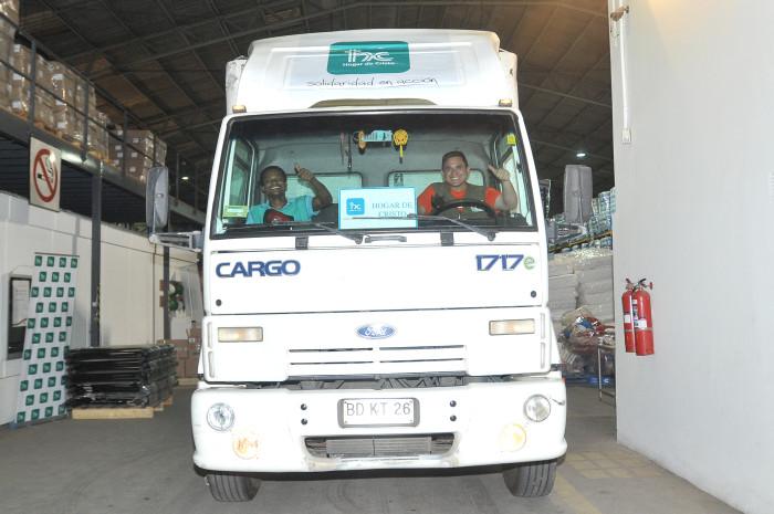 Segundo camión 'Juntos por Chile'   Mega