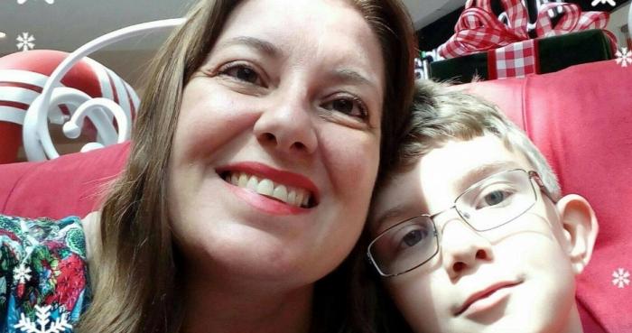 Su ex mujer y su hijo | Reproducción de Facebook
