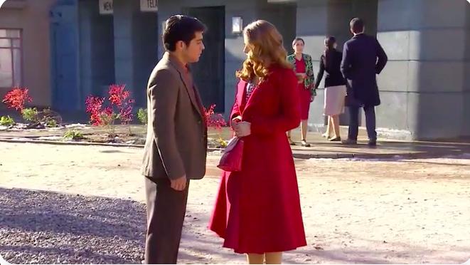 Abrigo rojo de maria elsa