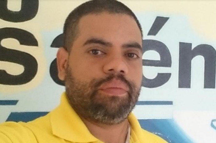 Periodista Angel Gahona