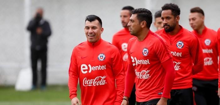Retraso de La Roja en partido contra Colombia