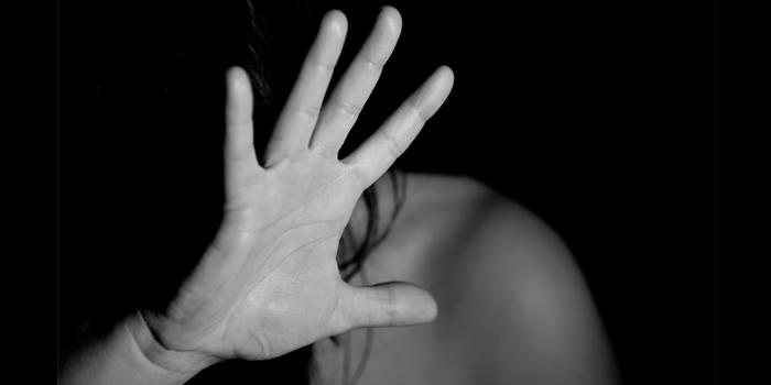 Se hizo pasar por su novio para violarla