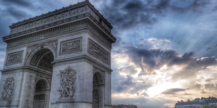 Tras la rebelión, Francia da marcha atrás con la suba de combustibles