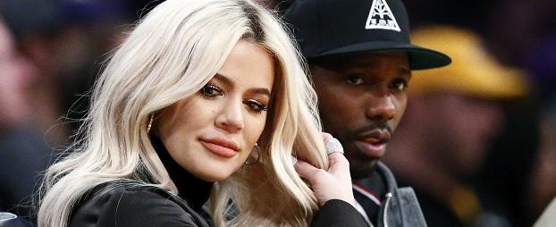 Khloé Kardashian nuevamente es criticada por fail con el Photoshop después de publicar foto en donde se le ven más de 10 dedos