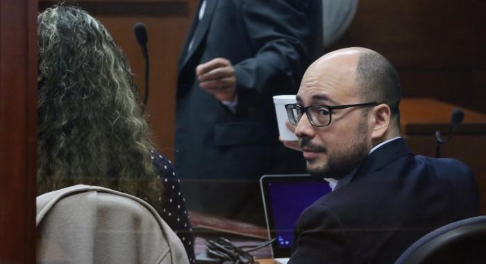La nuevo pista que obligó a suspender la audiencia contra Nicolás López: una polera rasgada