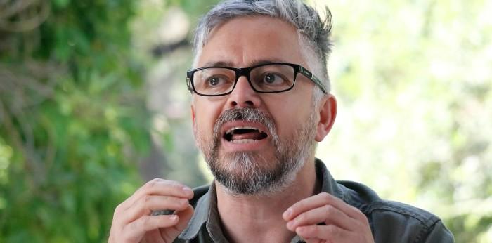Funan a Teletón por anunciar actividad con Jorge Baradit: tuiteros reflotaron sus mensajes misóginos