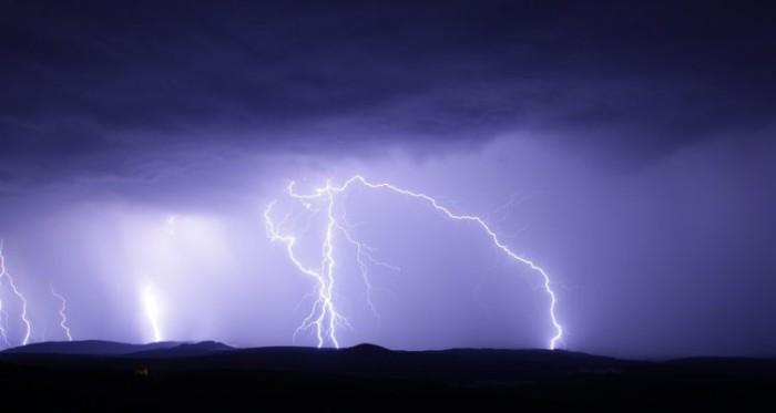Cinco regiones del país podrían verse afectadas por tormentas eléctricas este fin de semana santo