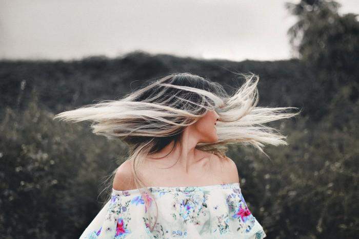 Con cuánta frecuencia lavar el pelo en otoño