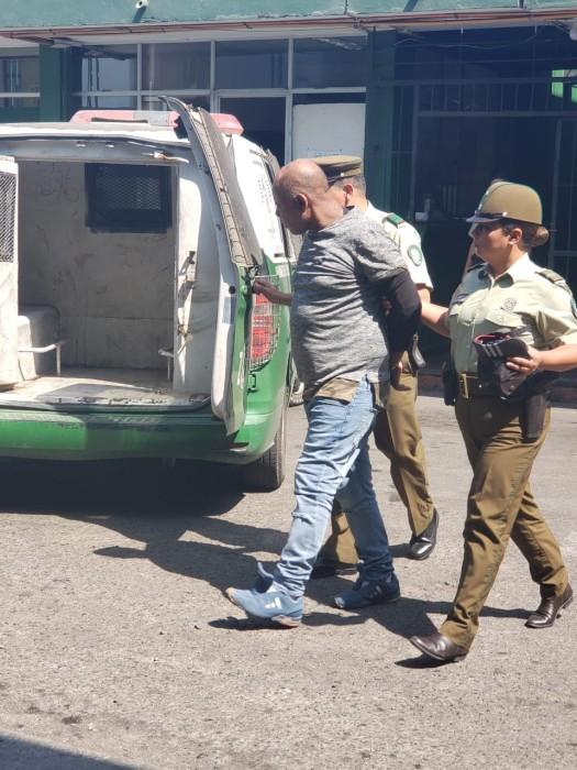 Salvaje femicidio en Arica: hombre apuñaló a su expareja en concurrida avenida y luego huyó en taxi