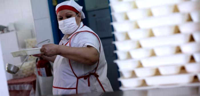 Manipuladoras de alimentos de Osorno se defendieron por imagen viralizada de pan casi 'pelado'
