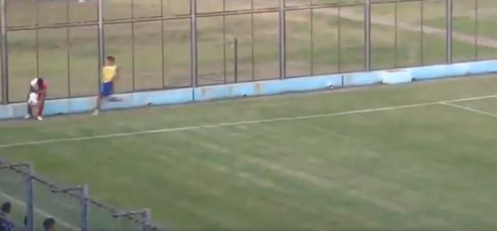 Pasapelota agrede con patada voladora a jugador en Argentina