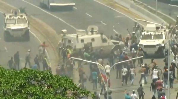 Tanqueta militar Venezuela Guaidó Maduro