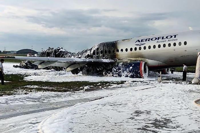 video muestra incendio de avion ruso desde el interior