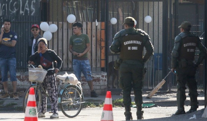 Carabineros custodia el pasaje donde velan a delincuente en Conchali