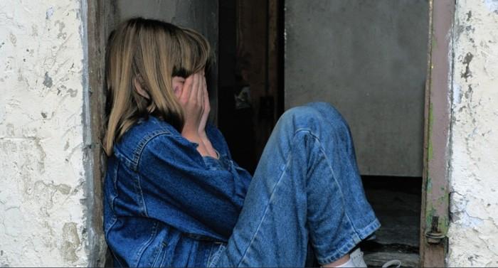 Una madre sorprende a su marido violando a su hija menor