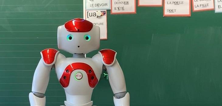 Robot Profesor detecta emociones de los alumnos