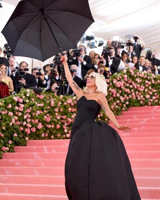 lady gaga presenta su segundo vestido en la met gala