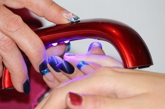 ¿Es o no dañino realizarse una manicure permanente?
