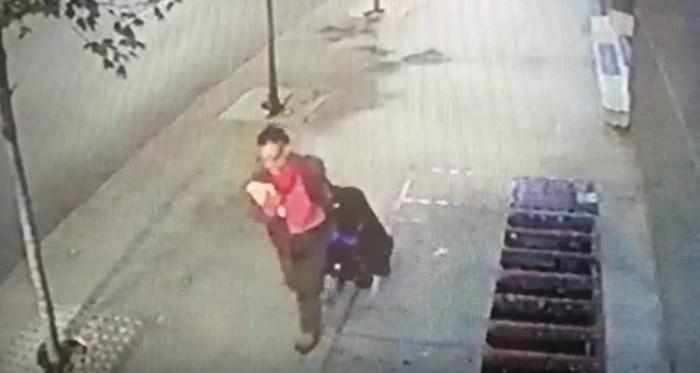Video de acusado de quemar a mujer en Providencia paseando con maleta por la calle