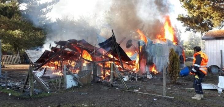 Niño muere tras incendio que destruyó su casa en Quillón