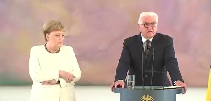 Angela Merkel vuelve a sufrir temblores en ceremonia oficial