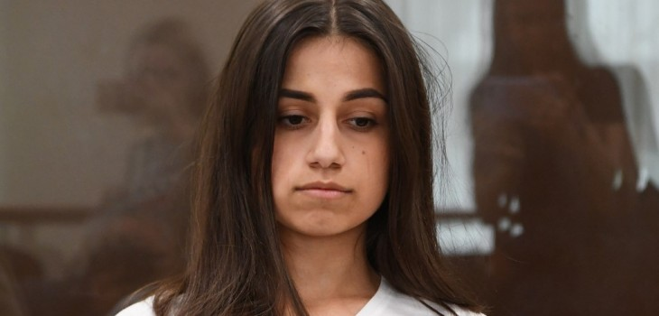 hermanas a juicio por matar a su padre