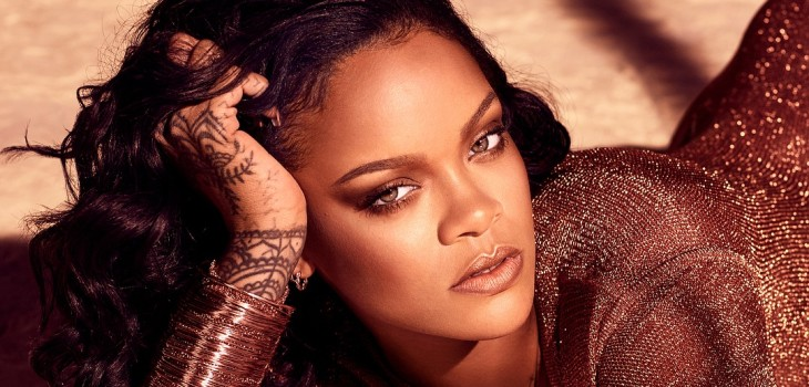 Rihanna traje semitransparente