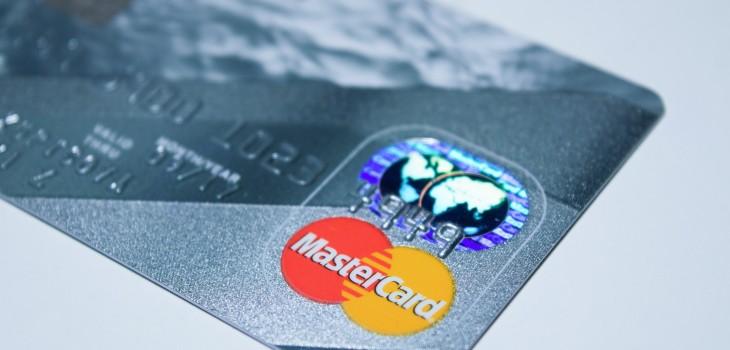 Humanos ingieren plástico equivalente a una tarjeta de crédito
