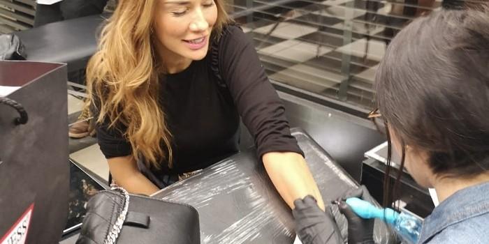 Carola de Moras y el enigmático mensaje en código morse que oculta su nuevo tatuaje