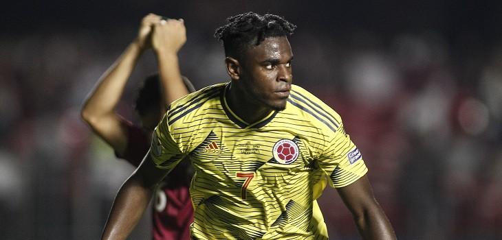 duvan zapata celebra el gol de colombia frente a qatar
