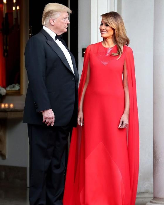 Melania Trump usó vestido rojo que recordó a antiguo look de la reina Letizia