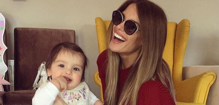 Gala recibe críticas por bailar reggaetón con su hija