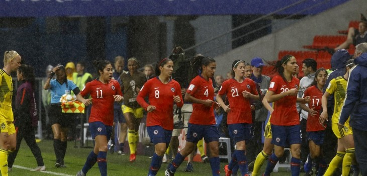 Imágenes muestran tormenta en partido Chile Suecia