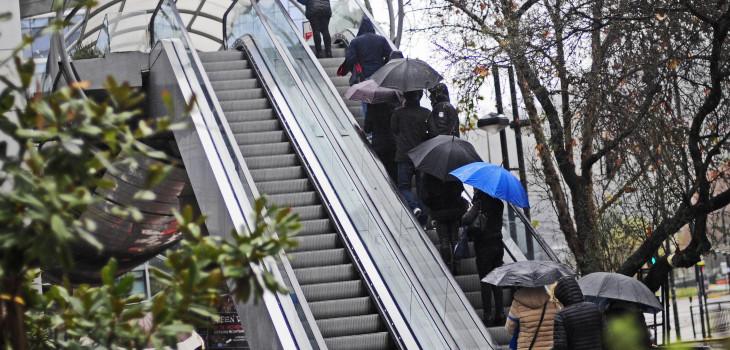 Tragedia en escalera mecánica