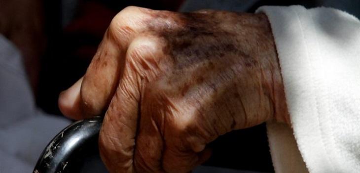 Mujer de 92 años muere tras caer de un montacarga en hogar clandestino