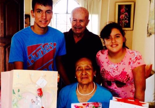 Joven se hace viral al publicar un mensaje de su abuelo