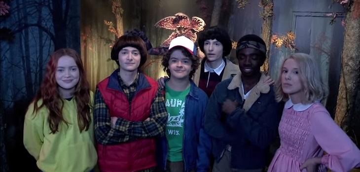 Actores de Strangers Things se hicieron pasar por esculturas de cera