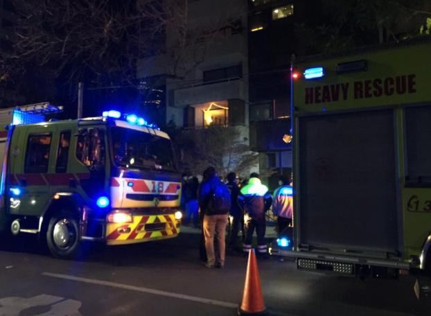 Ascensor cae desde al menos 20 pisos en edificio en Las Condes