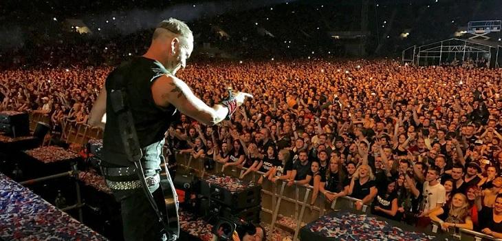Miembros de banda Rammstein se besan en pleno concierto para protestar por leyes anti LGTBI en Rusia