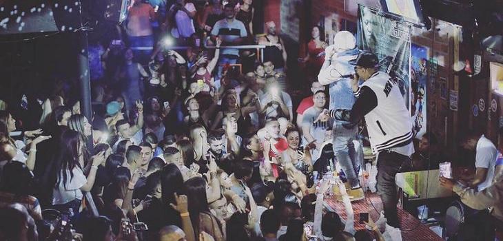 Reggaetón fue prohibido en las calles de ciudad española: la multa podría llegar a los 500 mil pesos
