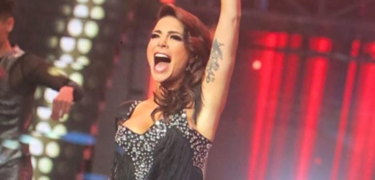 Antonella Rios se presentó en Rojo