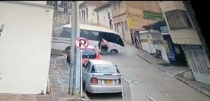 bus cayó por pendiente en colombia