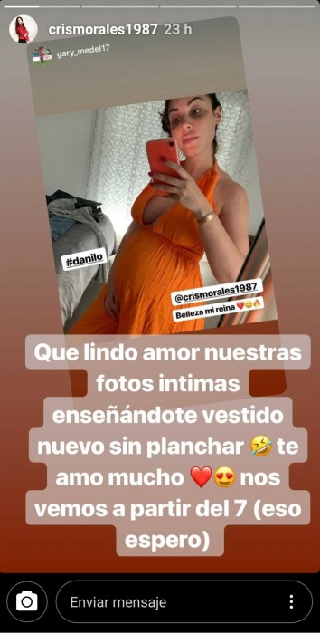 Cristina Morales mostrando su guatita de embarazo