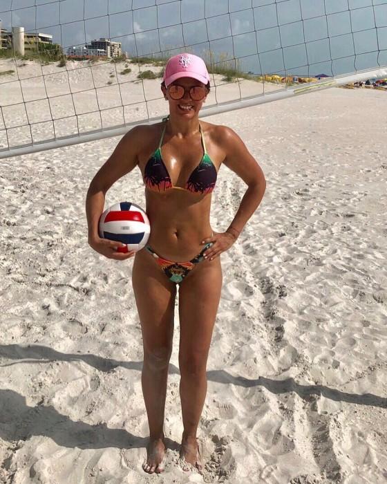 Ivette Vergara causó sensación con bellas y deportivas fotografías en bikini desde playa de Miami